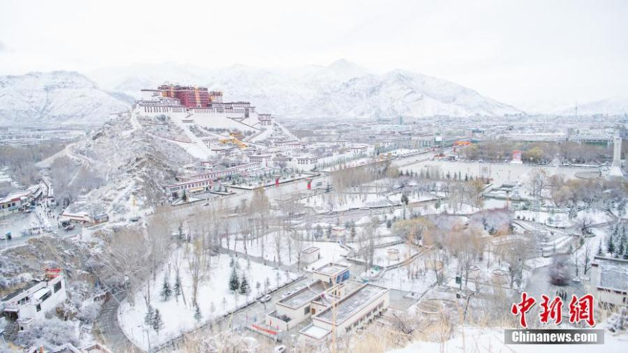 Photo shows the breathtaking winter scenery of Tibet. (Photo: China News Service/He Penglei)