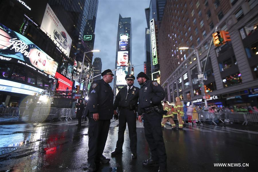 Police officers stand guard before the New Year celebration on Times Square in New York, the United States, on Dec. 31, 2018. (Xinhua/Wang Ying)