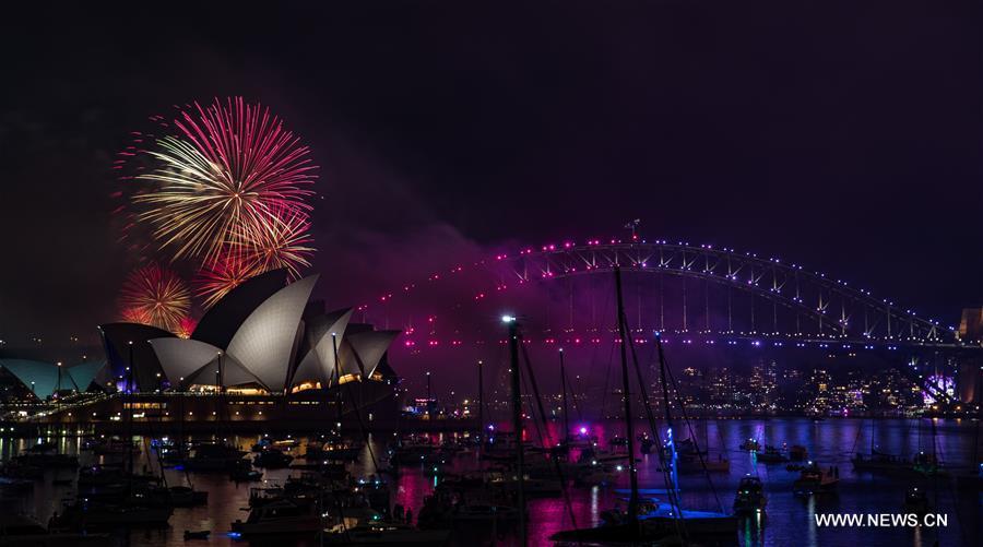 Fireworks explode during the New Year\'s Eve celebrations in Sydney, Australia, Dec. 31, 2018. (Xinhua/Zhu Hongye)
