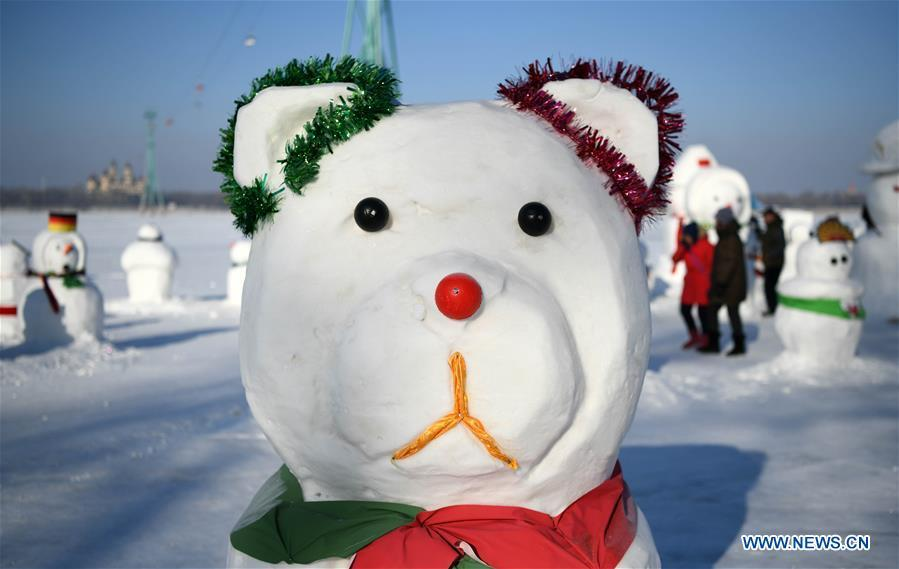 Photo taken on Jan. 2, 2019 shows a snowman on the riverbank of Songhua River in Harbin, capital of northeast China\'s Heilongjiang Province. Altogether 2,019 cute snowmen were displayed here to greet the year 2019. (Xinhua/Wang Jianwei)