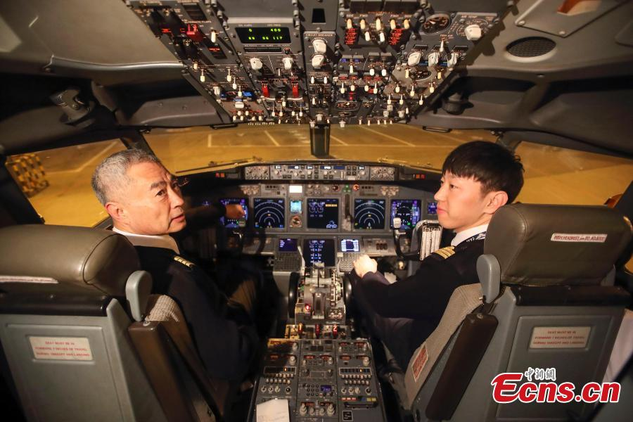 Veteran pilot Yang Jianxi coaches a new pilot born in 1992. Since starting his career in 1976, Yang has amassed more than 27,000 hours of total flight time with no errors on his record. In 2018, he was awarded the Outstanding Pilot medal by the Civil Aviation Administration of China, highest honor for a Chinese civil aviation pilot. (Photo: China News Service/Zhang Yun)