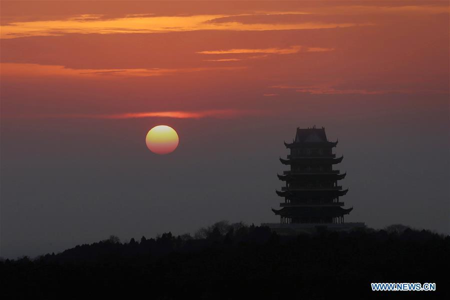 The sunrise scenery is seen in Xuyi County of east China\'s Jiangsu Province, Jan. 1, 2019, as the sun rises over the eastern horizon at the first day of 2019. (Xinhua/Zhou Haijun)