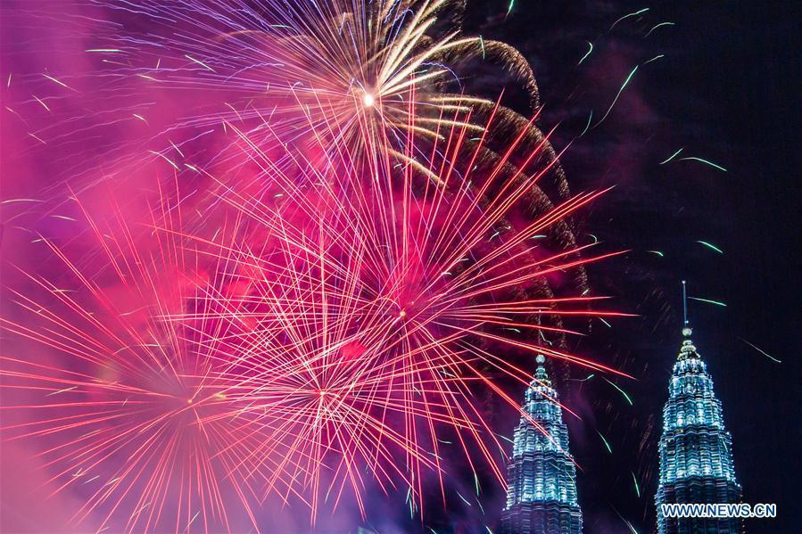 New Year fireworks are seen near the Petronas Twin Towers in Kuala Lumpur, Malaysia, Jan. 1, 2019. (Xinhua/Zhu Wei)