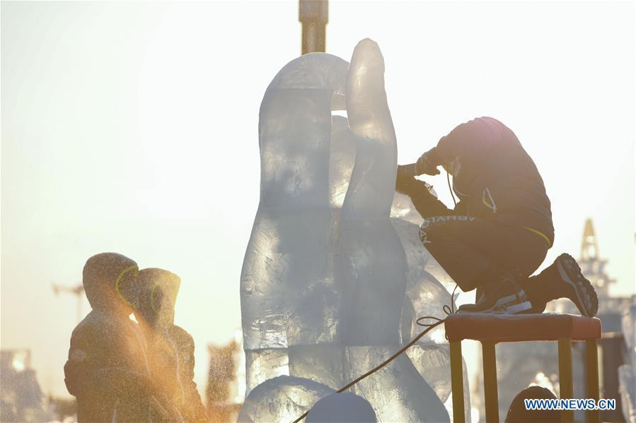 Contestants work on ice sculpture during an international ice sculpture competition in Harbin, capital of northeast China\'s Heilongjiang Province, Jan. 2, 2019. A total of 16 teams from 12 countries and regions took part in the competition. (Xinhua/Wang Song)
