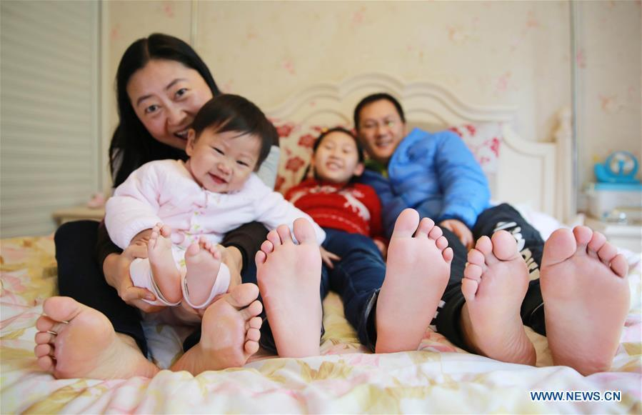 Sisters Zhao Ziru (2nd R), Zhao Youran and their parents pose for the photo at home in Jiangyang District of Luzhou City, southwest China\'s Sichuan Province, Dec. 5, 2015. The 18th Central Committee of the Communist Party of China (CPC) held the third plenary session in November, 2013. In the five years since then, China\'s reform momentum had been particularly strong as the CPC decided to advance reform in all aspects during the meeting. Since the third plenary session, Chinese President Xi Jinping has presided over at least 45 high-profile meetings on advancing reforms, during which 400 documents and 1,932 reform plans have been launched. As a result, China\'s reform has been expanded from the economic field to a broad sphere including administrative management, culture, society, ecological conservation, Party building, and the military. (Xinhua/Liu Xueyi)