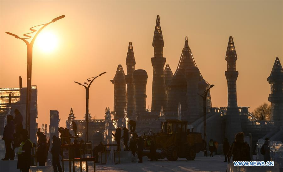 Contestants work on ice sculptures during an international ice sculpture competition in Harbin, capital of northeast China\'s Heilongjiang Province, Jan. 2, 2019. A total of 16 teams from 12 countries and regions took part in the competition. (Xinhua/Wang Song)