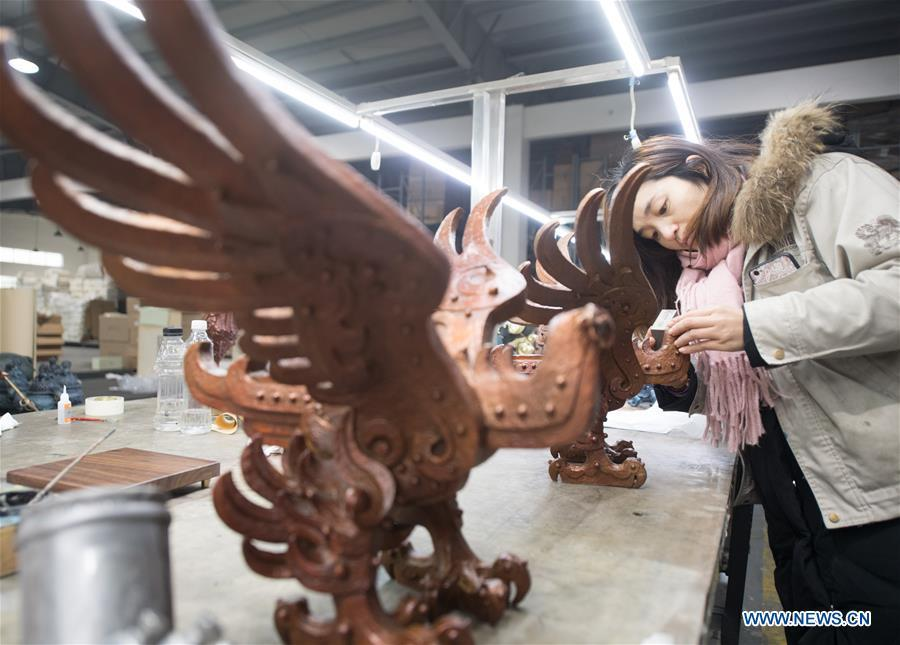 A craftswoman checks copper artwork at a factory workshop in Jiande City, east China\'s Zhejiang Province, Jan. 2, 2019. A traditional sanitary ware production company, Tong Shifu, meaning Copper Master, has converted itself into an enterprise that designs and makes copper artwork in collaboration with museum, cartoon firm and artist\'s studio. With the annual output reaching 500 million yuan (about 72.9 million U.S. dollars), the company has succeeded in industrial transformation. (Xinhua/Weng Xinyang)