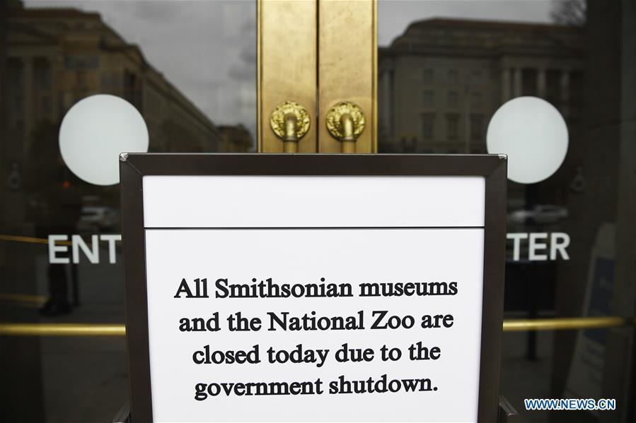 Photo taken on Jan. 2, 2019 shows a notice of closure at the entrance to the Smithsonian National Museum of Natural History in Washington D.C., the United States. The 19 Smithsonian museums and the National Zoo in Washington D.C. closed their doors on Wednesday as the partial U.S. government shutdown dragged on. (Xinhua/Liu Jie)