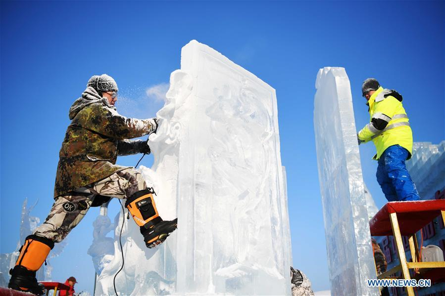 Contestants work on ice sculptures during an international ice sculpture competition in Harbin, capital of northeast China\'s Heilongjiang Province, Jan. 2, 2019. A total of 16 teams from 12 countries and regions took part in the competition. (Xinhua/Wang Jianwei)
