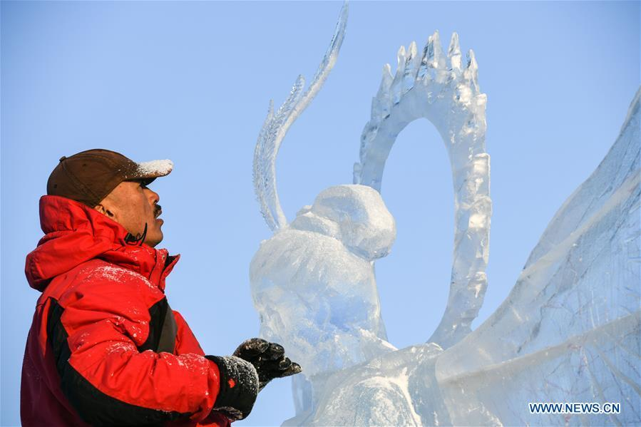 A contestant carves an ice sculpture during an international ice sculpture competition in Harbin, capital of northeast China\'s Heilongjiang Province, Jan. 2, 2019. A total of 16 teams from 12 countries and regions took part in the competition. (Xinhua/Wang Song)