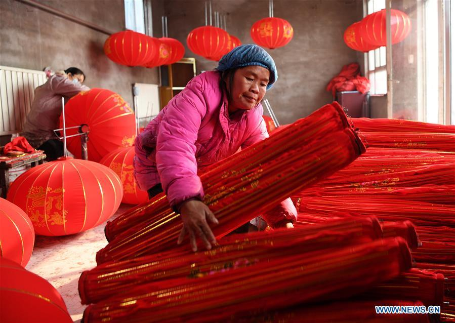 Villagers work in a lantern workshop for the upcoming peak sales season of Spring Festival in Jifeng Town of Jishan County in Yuncheng, north China\'s Shanxi Province, Jan. 3, 2019. (Xinhua/Yang Chenguang)
