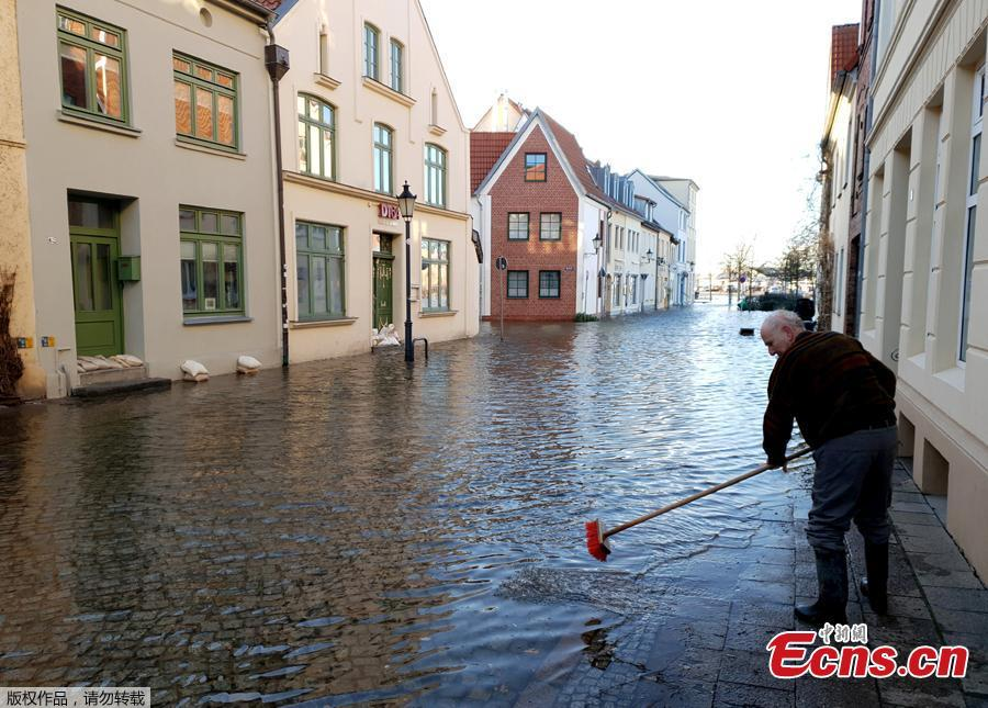 The Baltic Sea floods streets and squares in the old town near the harbor of Wismar, northern Germany, Jan. 2, 2019. The medieval towns of Wismar and Stralsund, on the Baltic coast of northern Germany, was inscribed as UNESCO World Heritage site in 2002. (Photo/Agencies)