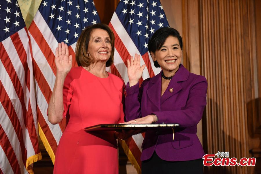 Judy Chu (R), (D-Calif.), poses with Speaker of the House Nancy Pelosi (D-Calif.) for a ceremonial swearing-in picture on Capitol Hill in Washington, U.S., during the opening session of the 116th Congress, January 3, 2019.(Photo: China News Service/Chen Mengtong)