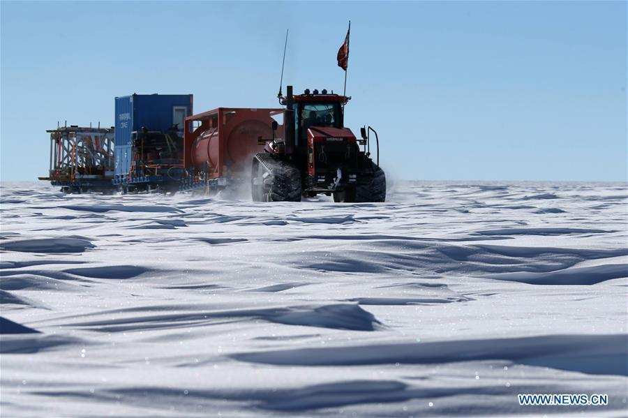 A vehicle of China\'s 35th Antarctic expedition team runs on Antarctica\'s inland icecap, Jan. 2, 2019. The expedition team Wednesday entered the area of the Dome Argus (Dome A), the peak of Antarctica\'s inland icecap. (Xinhua/Liu Shiping)