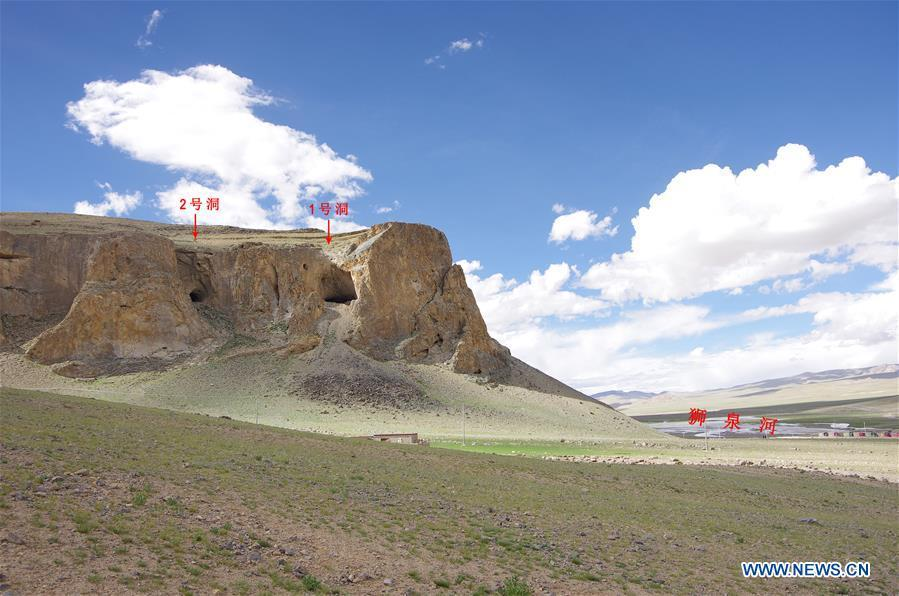 This file photo taken on Aug. 20, 2018 shows the Melong Tagphug cave site in Ngari Prefecture, southwest China\'s Tibet Autonomous Region. The Melong Tagphug cave site containing delicate stone tools and pottery shards believed to be at least 4,000 years old was unearthed in Ngari Prefecture of China\'s Tibet. It is the first prehistoric cave site confirmed on the Qinghai-Tibet Plateau. (Xinhua)