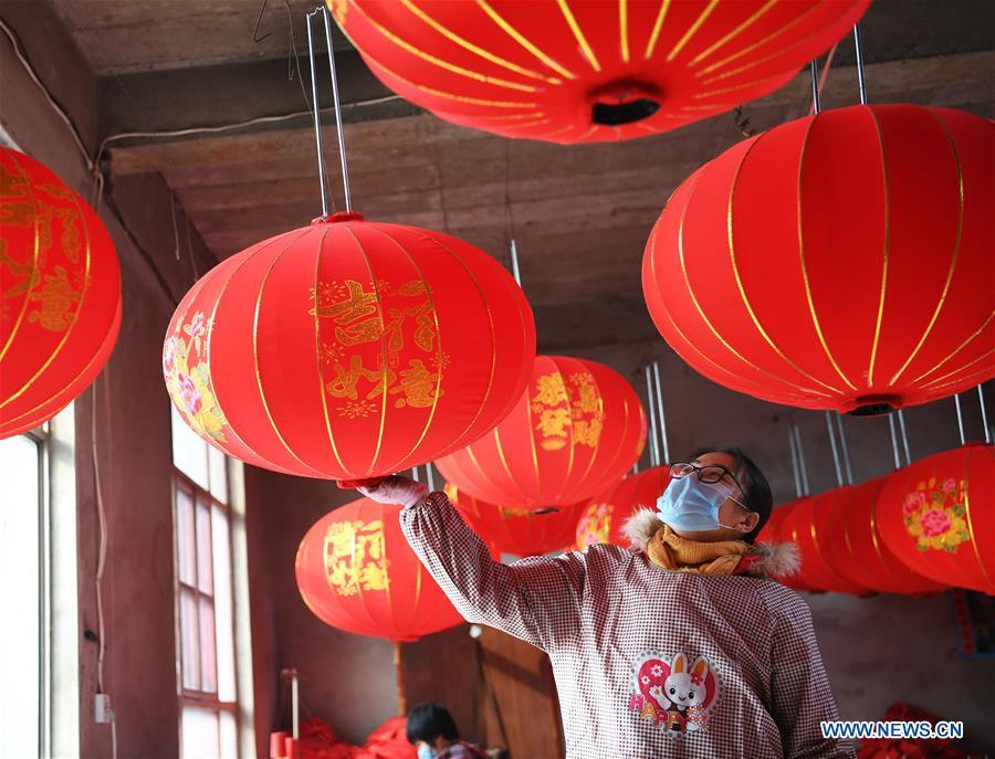 A villager works in a lantern workshop for the upcoming peak sales season of Spring Festival in Jifeng Town of Jishan County in Yuncheng, north China\'s Shanxi Province, Jan. 3, 2019. (Xinhua/Yang Chenguang)