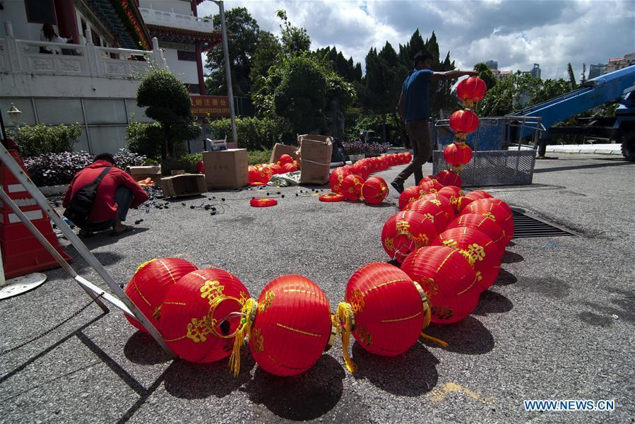 Workers prepare to hang lanterns in preparation of the celebration of Chinese lunar New Year in Thean Hou Temple in Kuala Lumpur, Malaysia, Jan. 3, 2019. (Xinhua/Chong Voon Chung)