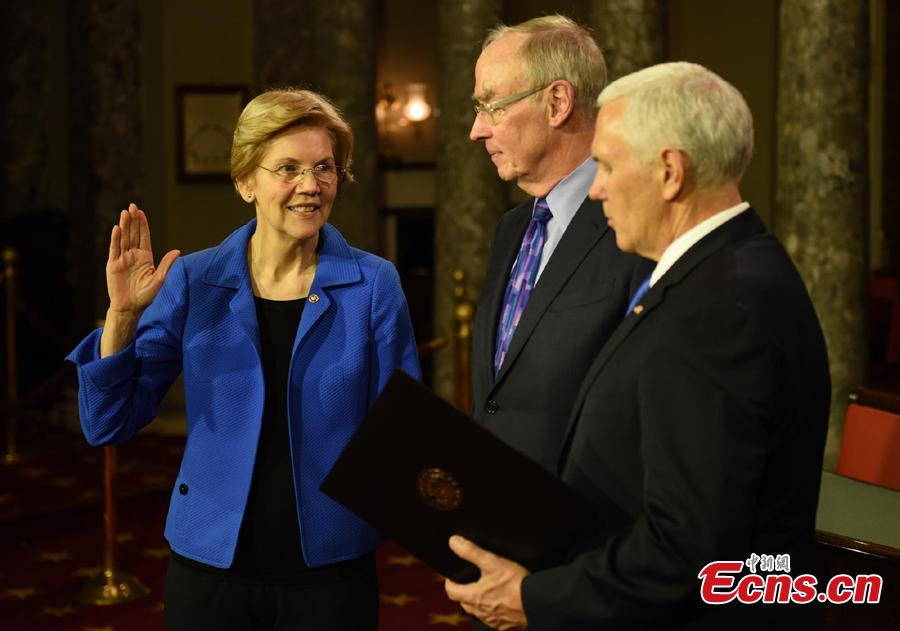 Vice President Mike Pence administers the Senate oath of office to Sen. Elizabeth Warren (D-Mass.), accompanied by her husband Bruce Mann, during a mock swearing in ceremony in the Old Senate Chamber on Capitol Hill in Washington, Jan. 3, 2019, as the 116th Congress begins. (Photo: China News Service/Chen Mengtong)