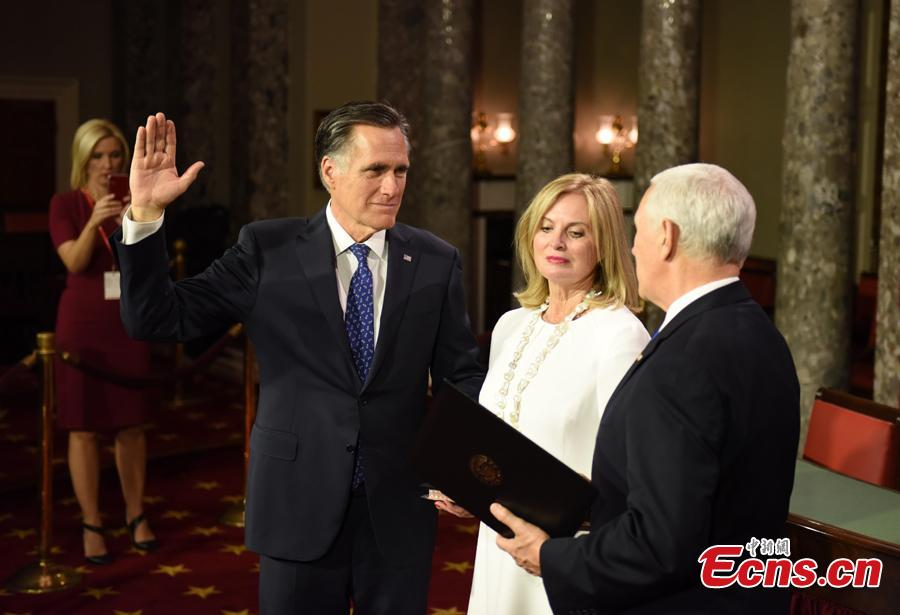 Vice President Mike Pence administers a ceremonial Senate oath during a mock swearing-in ceremony to Sen. Mitt Romney, R-Utah, with his wife Ann Romney, Jan. 3, 2019, in the Old Senate Chamber on Capitol Hill in Washington. (Photo: China News Service/Chen Mengtong)