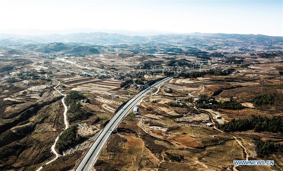 Aerial photo taken on Jan. 3, 2019 shows a part of the Liupanshui-Weining Highway in southwest China\'s Guizhou Province. The Liupanshui-Weining Highway with a highest altitude of 2,260 meters, the highest highway in the province, opened to traffic on Thursday. (Xinhua/Tao Liang)