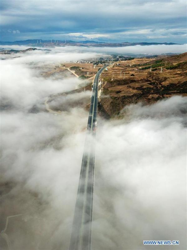 Aerial photo taken on Dec. 19, 2018 shows a part of the Liupanshui-Weining Highway in southwest China\'s Guizhou Province. The Liupanshui-Weining Highway with a highest altitude of 2,260 meters, the highest highway in the province, opened to traffic on Thursday. (Xinhua/He Huan)