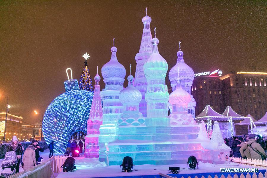 Photo taken on Jan. 3, 2019 shows an ice sculpture of Saint Basil\'s Cathedral in Moscow, Russia. Moscow ice festival opened in Victory Park from Dec. 29, 2018 to Jan. 13, 2019. (Xinhua/Bai Xueqi)