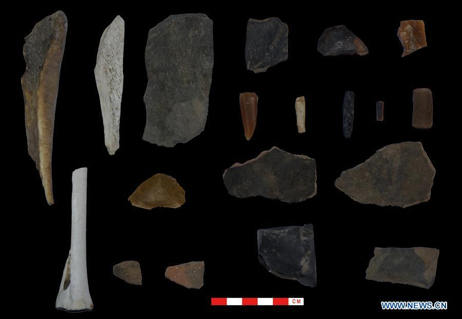 This file photo provided by Tibet Institute for Protection and Research of Cultural Relics on Aug. 24, 2018 shows unearthed relics in the Melong Tagphug cave site in Ngari Prefecture, southwest China\'s Tibet Autonomous Region. The Melong Tagphug cave site containing delicate stone tools and pottery shards believed to be at least 4,000 years old was unearthed in Ngari Prefecture of China\'s Tibet. It is the first prehistoric cave site confirmed on the Qinghai-Tibet Plateau. (Xinhua)