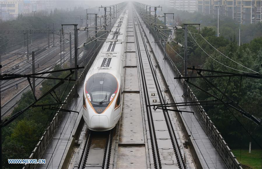 A Fuxing high-speed train rides on the Shanghai-Nanjing railway, Jan. 4, 2019. China will put into use the new train diagram starting from Jan. 5.(Xinhua/Huan Yueliang)