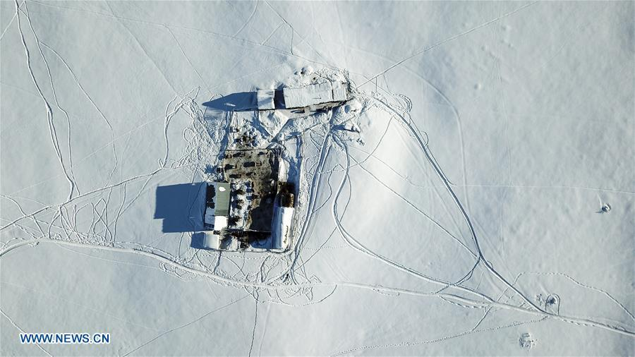 Aerial photo taken on Jan. 3, 2019 shows a residence on a pasture in Kanas, northwest China\'s Xinjiang Uygur Autonomous Region. Kanas scenic spot attracts lots of visitors in winter with its pure snow scenery and various entertainment. (Xinhua/Hu Huhu)