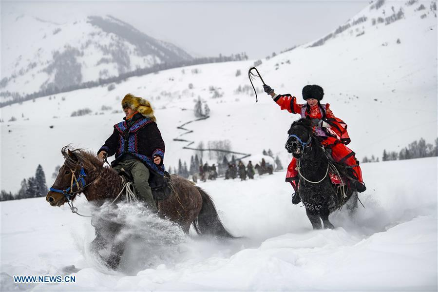 Local residents perform horse chasing in snow in Hom scenic area of Kanas, northwest China\'s Xinjiang Uygur Autonomous Region, Jan. 1, 2019. Kanas scenic spot attracts lots of visitors in winter with its pure snow scenery and various entertainment. (Xinhua/Zhao Ge)