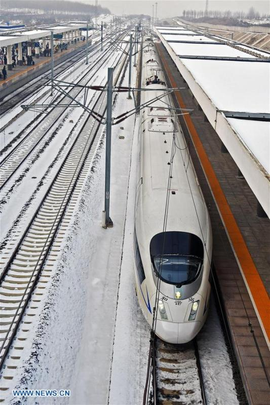 A train arrives at the Yantai South Railway Station in Yantai, east China\'s Shandong Province, Jan. 4, 2019. China will put into use the new train diagram starting from Jan. 5.(Xinhua/Sun Wentan)