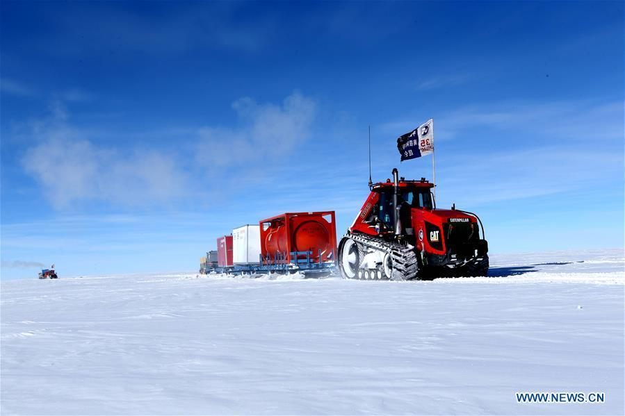 Vehicles of the Kunlun team head to Kunlun Station in Antarctica, Jan. 4, 2019. The 16 members on the Kunlun team of China\'s 35th Antarctic expedition arrived at Kunlun Station on Friday. (Xinhua/Liu Shiping)