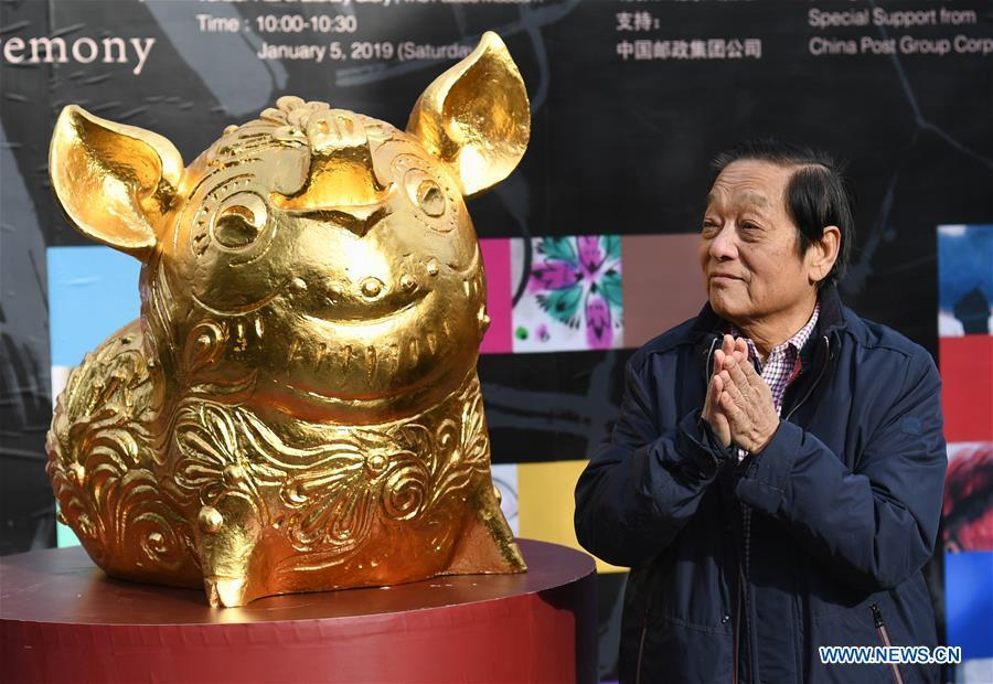 Chinese artist Han Meilin is seen with his art work during his Chinese Zodiac Art Exhibition in Beijing, capital of China, Jan. 5, 2019. The Chinese Zodiac Art Exhibition, displaying the fine arts of Chinese artist Han Meilin, kicked off in the Palace Museum on Saturday and will last until Feb. 20, 2019. (Xinhua/Jin Liangkuai)