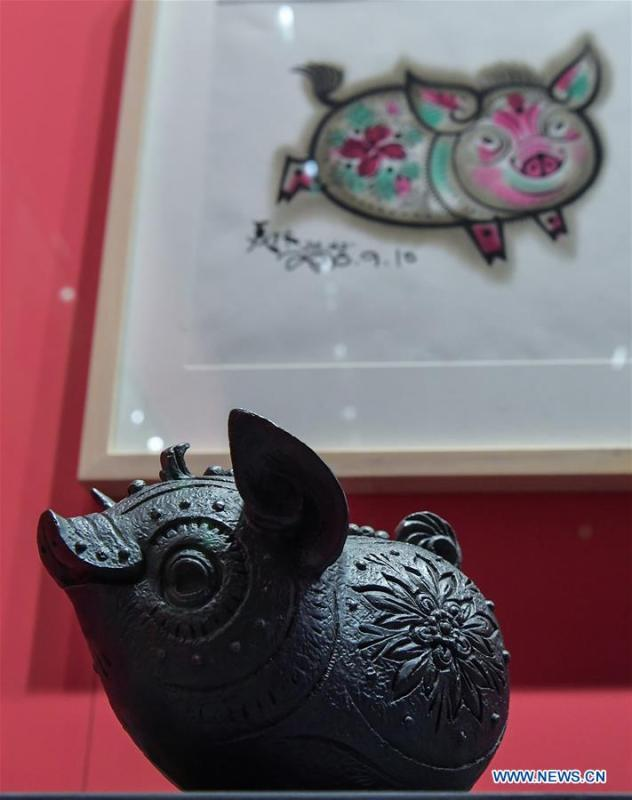 The Pig, the twelfth in the 12-year cycle of Chinese zodiac sign, is displayed during Han Meilin\'s Chinese Zodiac Art Exhibition in Beijing, capital of China, Jan. 5, 2019. The Chinese Zodiac Art Exhibition, displaying the fine arts of Chinese artist Han Meilin, kicked off in the Palace Museum on Saturday and will last until Feb. 20, 2019. (Xinhua/Li He)
