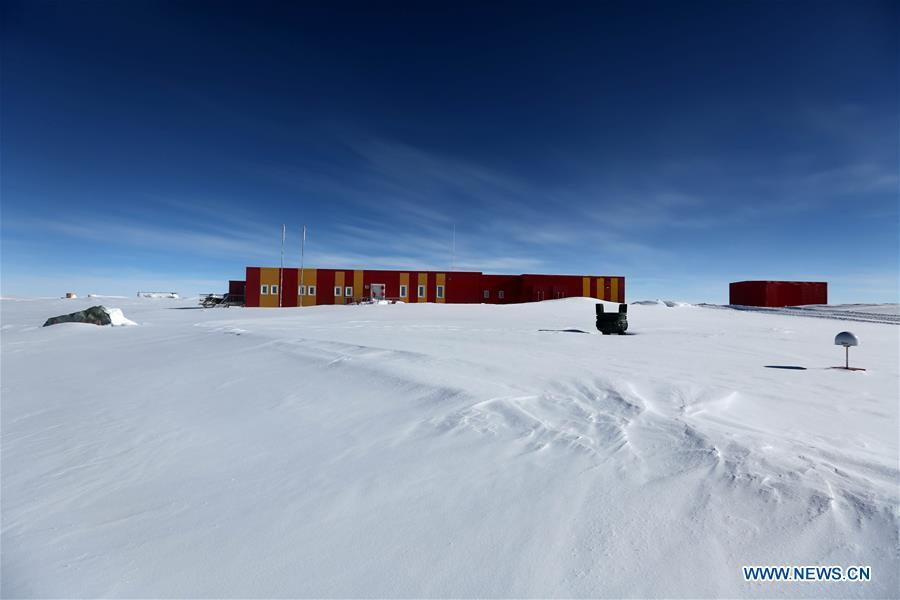 Photo taken on Jan. 4, 2019 shows the main building of Kunlun Station in Antarctica. The 16 members on the Kunlun team of China\'s 35th Antarctic expedition arrived at Kunlun Station on Friday. (Xinhua/Liu Shiping)