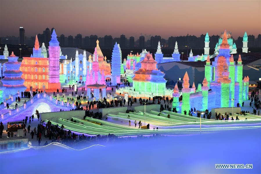 Tourists visit the Ice-Snow World in Harbin, capital of northeast China\'s Heilongjiang Province, Jan. 5, 2019. The 35th Harbin International Ice and Snow Festival kicked off here on Saturday. (Xinhua/Wang Jianwei)