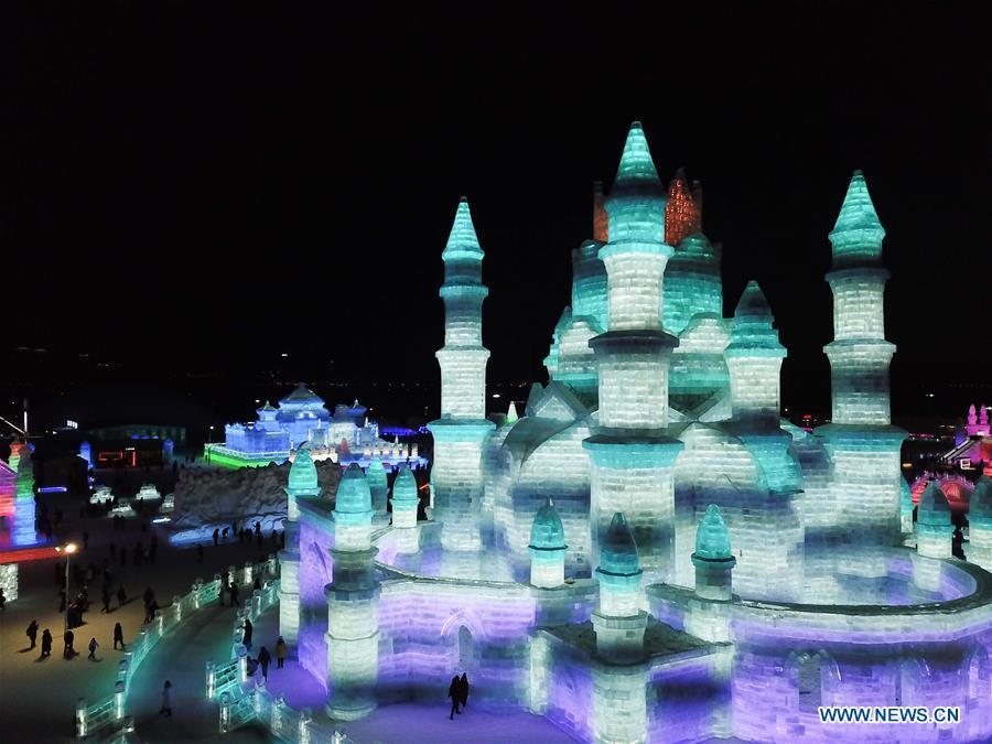 Tourists visit the Ice-Snow World in Harbin, capital of northeast China\'s Heilongjiang Province, Jan. 5, 2019. The 35th Harbin International Ice and Snow Festival kicked off here on Saturday. (Xinhua/Wang Song)