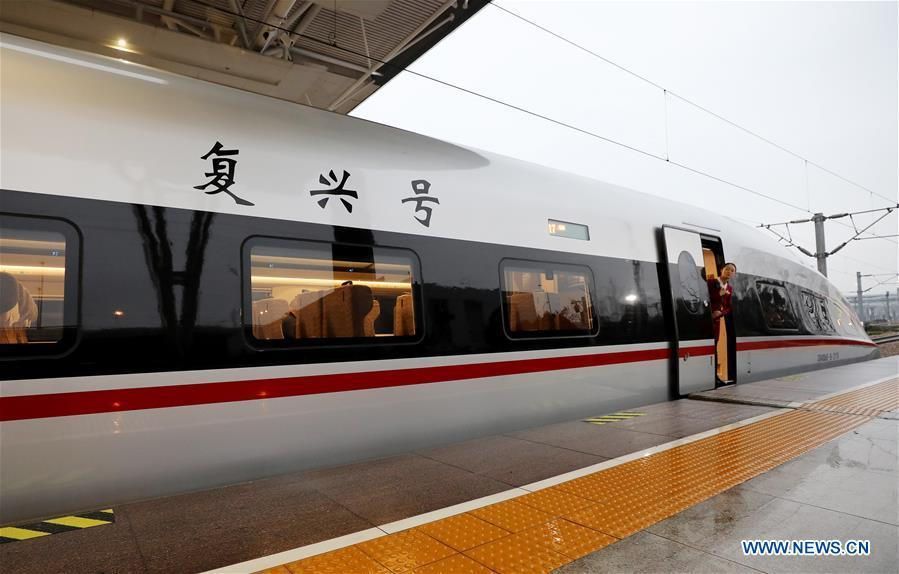 An attendant of a new Fuxing bullet train inspects the platform before departure at Shanghai Hongqiao Railway Station in Shanghai, east China, Jan. 5, 2019. A longer Fuxing bullet train started running on the Beijing-Shanghai line Saturday at noon. The new train, with a designed speed of 350 km per hour, has 17 carriages, one carriage longer than the Fuxing trains currently in use. (Xinhua/Fang Zhe)