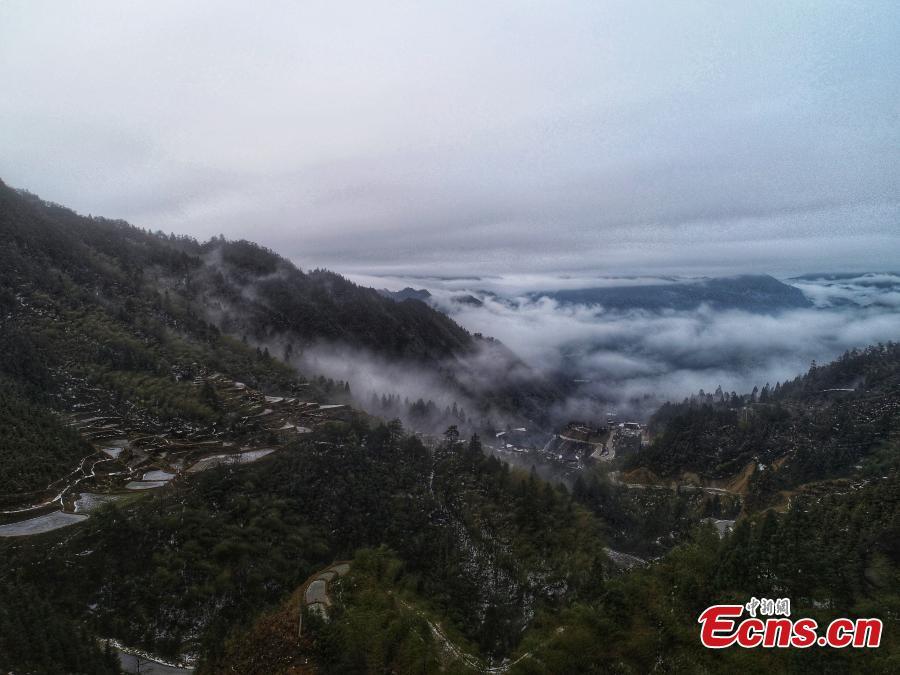 A sea of clouds surrounds Motianling, an approximately 2,000-meter-high peak in Rongshui Miao Autonomous County in Liuzhu City, South China\'s Guangxi Zhuang Autonomous Region, Jan. 5, 2019. (Photo: China News Service/Wang Yizhao)