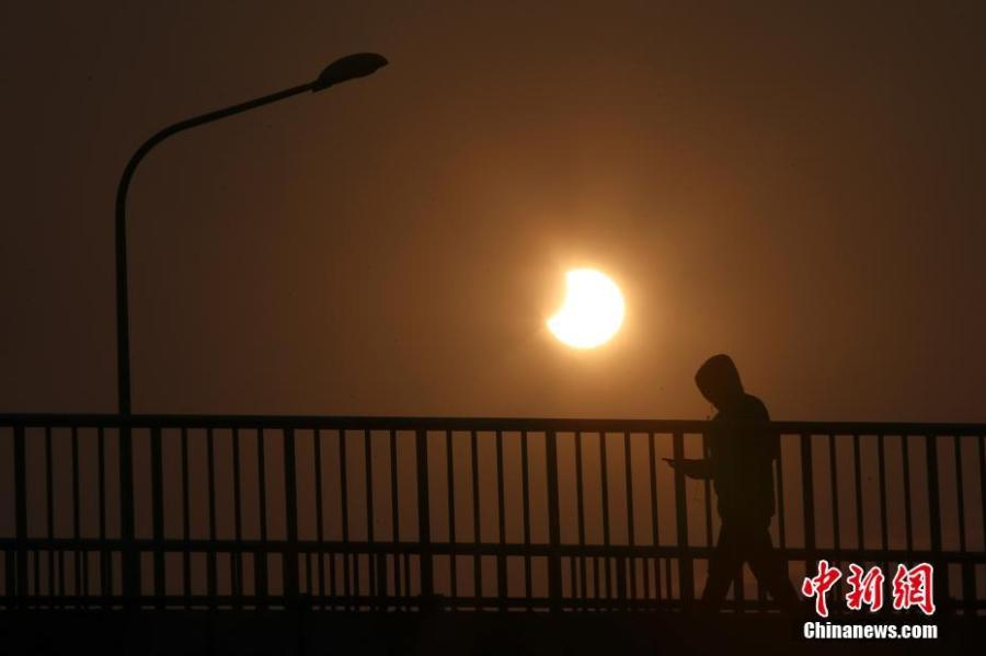 A partial solar eclipse is observed in Beijing, Jan. 6, 2019. (Photo: China News Service/Sheng Jiapeng)