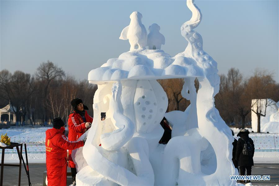 Participants work on a snow sculpture at the Sun Island International Snow Sculpture Art Expo park in Harbin, northeast China\'s Heilongjiang Province, Jan. 6, 2019. The four-day snow sculpture competition of college students attracted over 70 participants from 17 colleges across China. (Xinhua/Wang Song)