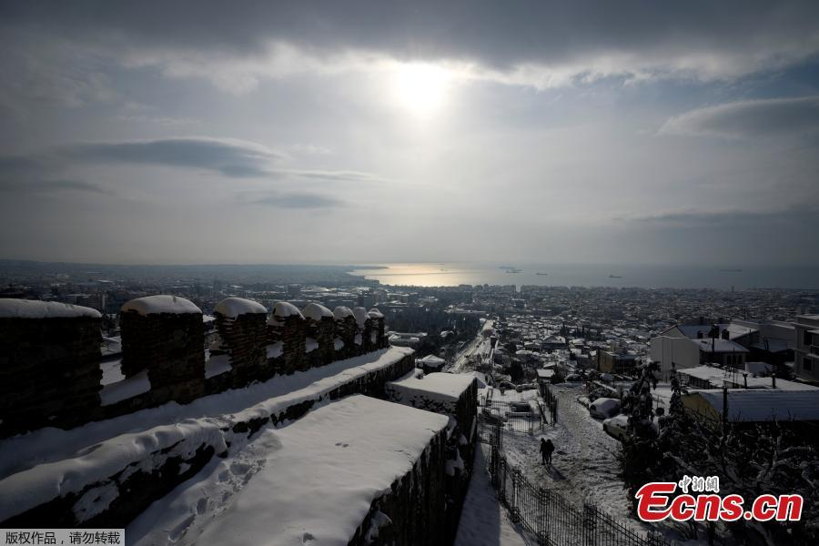 A view from the Byzantine-era Heptapyrgion castle following a snowfall in Thessaloniki, Greece, Jan. 5, 2019. An elderly woman was found dead and two men were missing after blizzards hit parts of Greece, police officials said on Saturday. (Photo/Agencies)