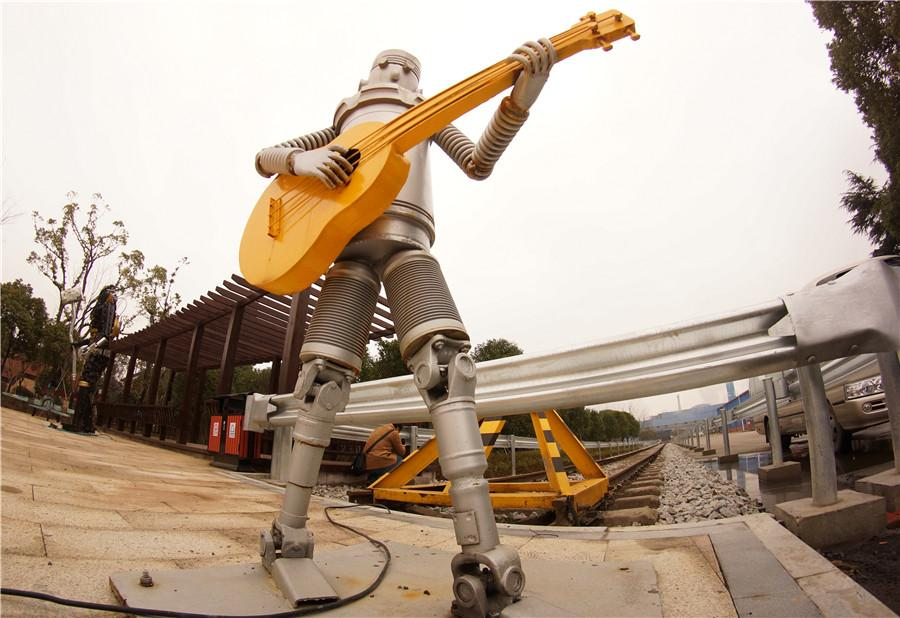 A sculpture of a robot playing guitar is on display at an iron and steel factory in Nanchang, Jiangxi Province, Jan. 6, 2019. (Photo/chinadaily.com.cn)