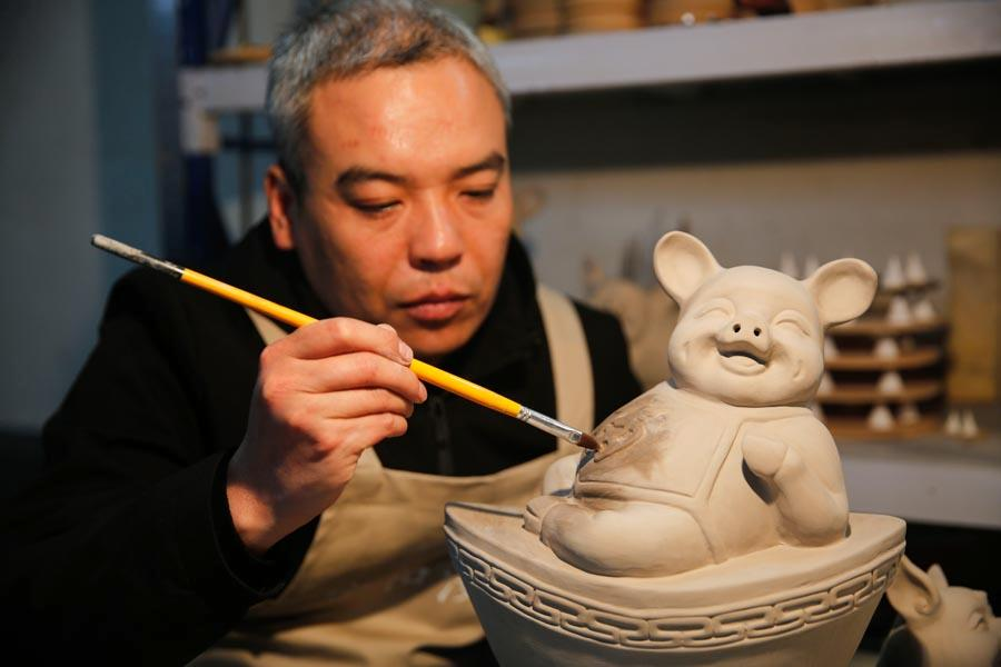 A Ru porcelain pig is shown at the studio of Wang Guoqi in Baofeng county, Pingdingshan city, Central China\'s Henan Province, Jan. 7, 2019.  (Photo/Asianewsphoto)