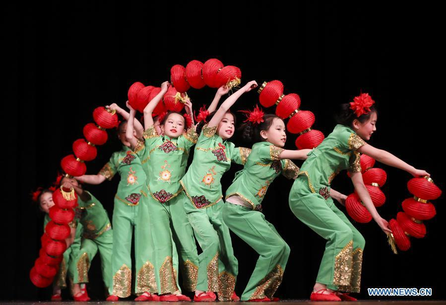 Students from the Great Wall Chinese School perform \