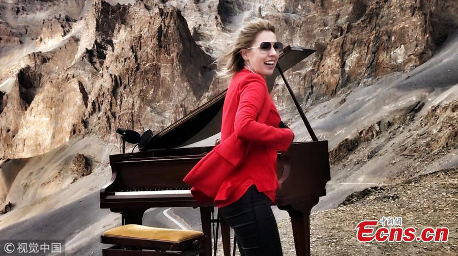 Evelina De Lain, 41, performed Chopin\'s Nocturnes No 2 in E flat major and No 20 in C sharp minor during a 90-minute performance up a 5,000m Himalayan mountain pass, setting the world record for the highest ever classical music concert. The pianist was joined by a team who helped to drive and carry the Challen piano to the Singela Pass in the Himalayas, India. (Photo/VCG)