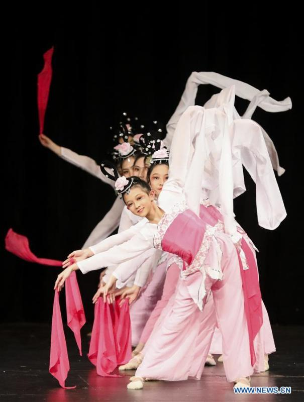 Students from the Chunhui Chinese School perform a classic Chinese dance during a New Year celebration organized by Greater Philadelphia Chinese School of Union (GPCSU) in Philadelphia, the United States, on Jan. 6, 2019. More than 100 young Chinese Americans have charmed fans of traditional Chinese folk dances and costumes in a grand New Year celebration performance. (Xinhua/Wang Ying)