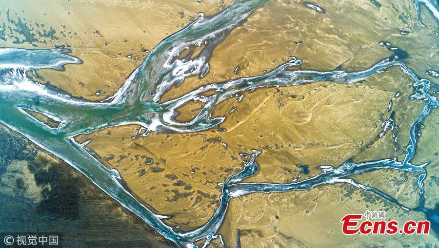 An aerial view of the frozen branches of the Yellow River in Yuncheng City, North China\'s Shanxi Province. (Photo/VCG)