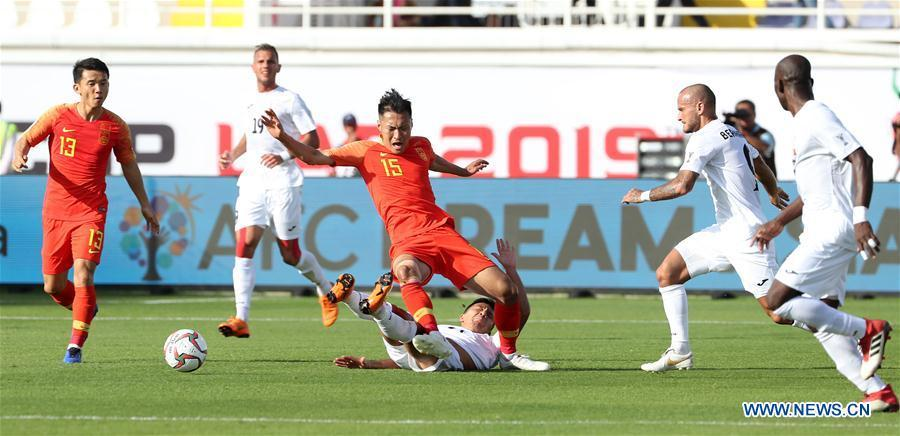 Wu Xi (C top) of China competes during the group C match between China and Kyrgyz Republic of the AFC Asian Cup UAE 2019 in Al Ain, the United Arab Emirates (UAE), on Jan. 7, 2019. China won 2-1. (Xinhua/Li Gang)
