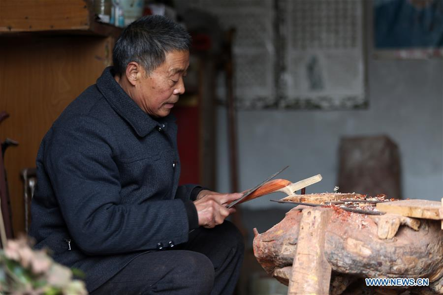 Villager Gao Zhenbao makes the pole of Erhu, a Chinese two-stringed bowed instrument at Yuequan Village of Miaoshan Town in Linyi City, east China\'s Shandong Province, Jan. 8, 2019. Yuequan is famous for its time-honored handmade Erhu, with more than 90 households dedicated to it in the village. (Xinhua/Zhang Chunlei)